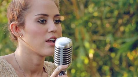 miley cyrus jolene backyard miley cyrus covers dolly parton s jolene see video