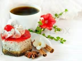 kaffee und kuchen bilder die 246 sisch fr 252 hst 252 ck auf lacy servietten kaffee und