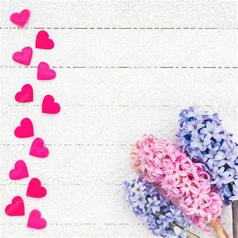 immagini con fiori e cuori san valentino sfondo con cuori e fiori foto stock