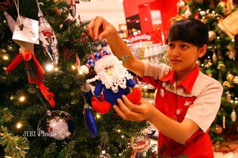 Lu Natal Di Ace Hardware rapikan hiasan natal feature 187 harian jogja