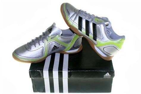Sepatu Adidas Ezeiro graha sepatu olah raga adidas ezeiro ii in silver hitam