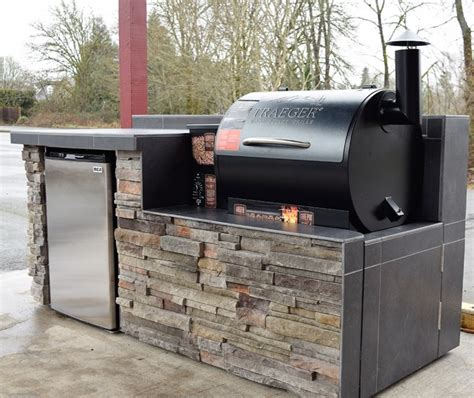 Outdoor Kitchen Smoker built in   Traditional   Patio