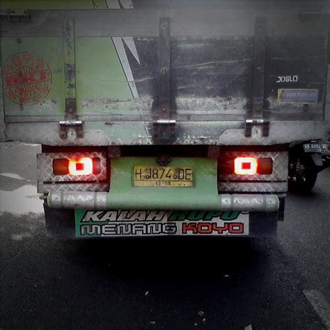 Yen Tak Tinggal Golek Duit status status lucu dan galau di bak belakang mobil truk