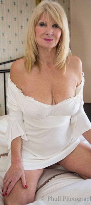 pubic hairstyles for mature women a very attractive older woman mature beauty pinterest