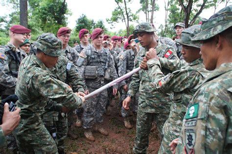 Pasukan Payung Amerika Serikat jihad defence indonesia prajurit linud 305 kostrad ajari tentara amerika serikat minum darah