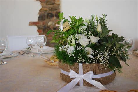 centro tavola centrotavola con erbe aromatiche e lisianthus