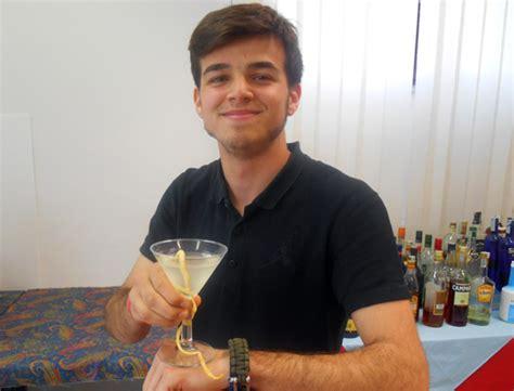 corsi barman pavia riccardo tinivella trionfa al saggio finale dei corsi per