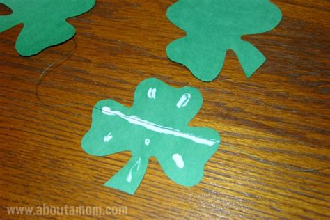 How To Make Paper Shamrocks - diy shamrock paper garland