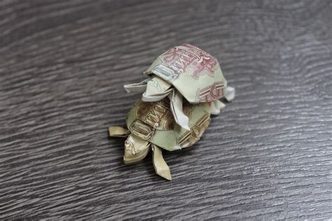 Money Origami Turtle - 22 awesome origami models folded using paper money
