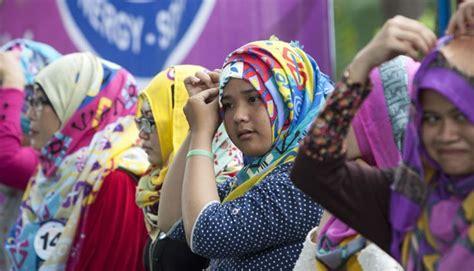 Jilbab Zoya Rancangan Ivan Gunawan til percaya diri dengan ini triknya gaya tempo co