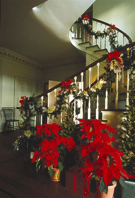 23 gorgeous christmas staircase decorating ideas 30 beautiful christmas decorations that turn your