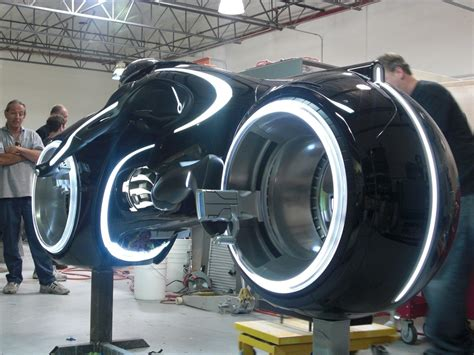 Tron Legacy Motorrad by 2011 Tron Light Cycle