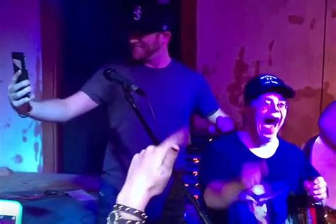 cole swindell fan cole swindell surprises fan by calling dustin lynch