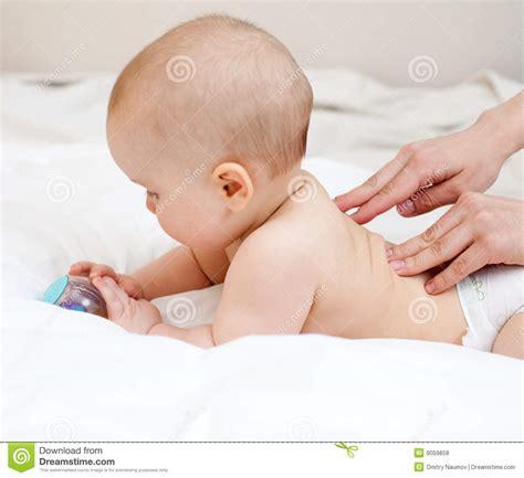 imagenes libres masajes masaje del beb 233 fotos de archivo libres de regal 237 as