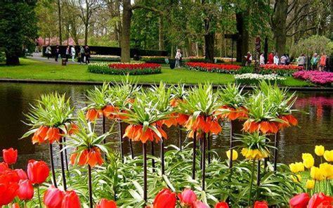 taman bunga terindah ini membuat anda malas untuk pulang gambar foto