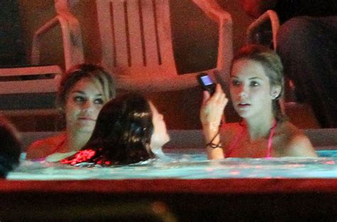 Hudgens Bathtub by Selena And A Tub Pictures