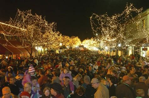 welcoming lights ring in naperville marathon holiday