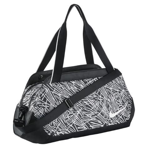 Tas Nike S Nike Club Duffel Bag 2 5 covetable bags for 2016 elizabeth