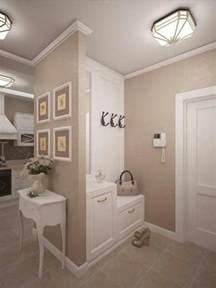 Ordinaire Peindre Une Entree Et Un Couloir #1: 88-peinture-couloir-%C3%A9troit.-Eclairage.-Une-paire-de-chaussures.-Une-petite-table-blanche..jpg