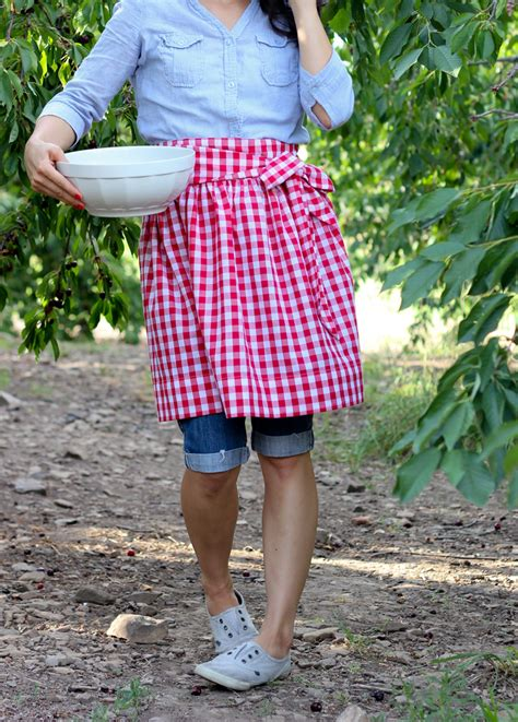 pattern for simple half apron simple gathered half apron tutorial