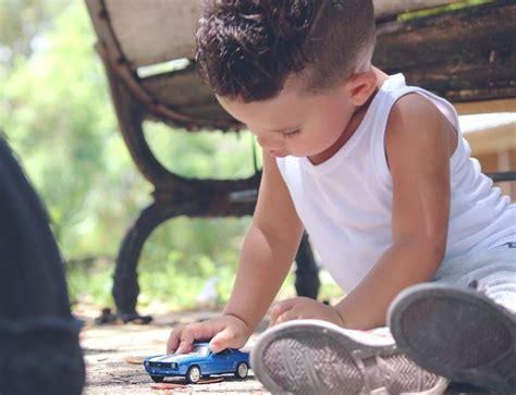 imagenes de niños jugando en el jardin de infantes imagenes de ni 241 os jugando