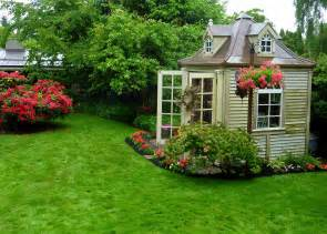 Some gardens had small houses in their gardens