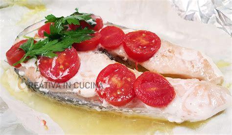 cucinare trancio di salmone trancio di salmone al cartoccio le ricette di creativa