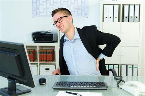 mal de dos au bureau pourquoi am 233 liorer l ergonomie du poste de travail