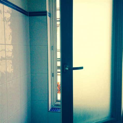 schimmel im badezimmer schimmel im badezimmer entfernen