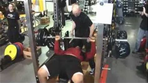 ndamukong suh max bench press former nfl lineman damien woody bench presses field yates