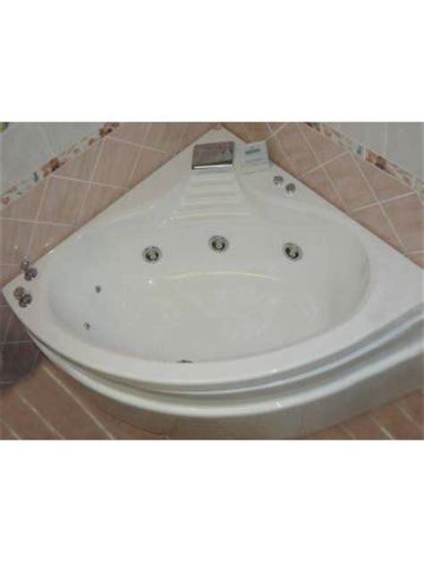 hydromassage baignoire baignoire d angle balneo hydromassage acrylique blanche