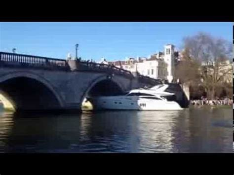 boat crash on thames the boat crashes to the richmond bridge part 1 youtube