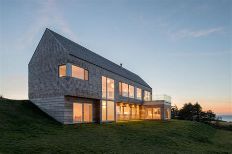 house on slope minimalist slope house blends with natural surroundings