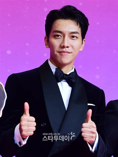 lee seung gi awards lee seung gi wins daesang at quot 2018 sbs entertainment awards quot