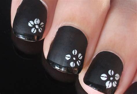 imagenes de uñas en negro con dorado flores blancas sobre manicura francesa en negro youtube