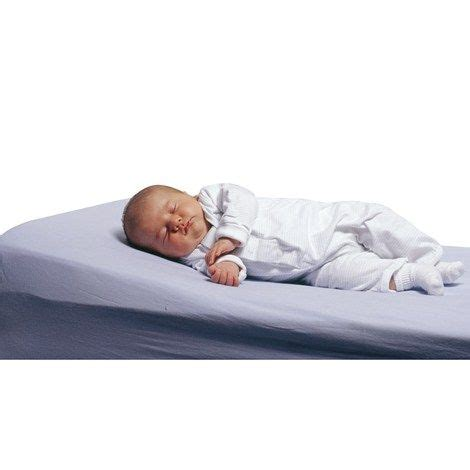 Sleepers For Babies With Reflux by 17 Best Ideas About Baby Sleep Wedge On Baby