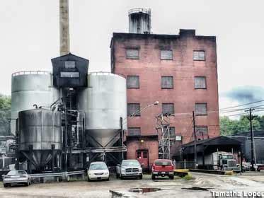 barreled distillery 1 books bardstown ky world s largest bourbon barrel
