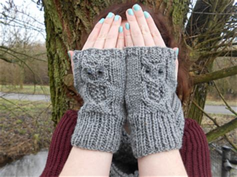 owl fingerless gloves knitting pattern chunky hand ravelry owl mitts pattern by amanda jones