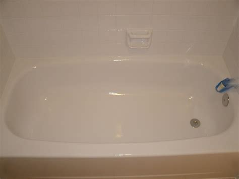 Refinishing Bathtub Cost by How To Refinish A Bathtub Reglazing Bathtub Bathtub