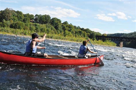 canoes in canoeing the delaware river at kittatinny