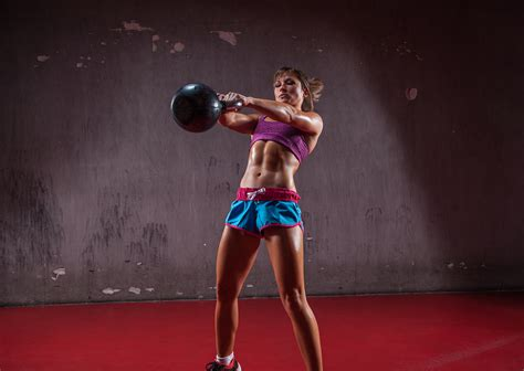 kettlebell swings cardio 3 most common mistakes when performing the kettlebell