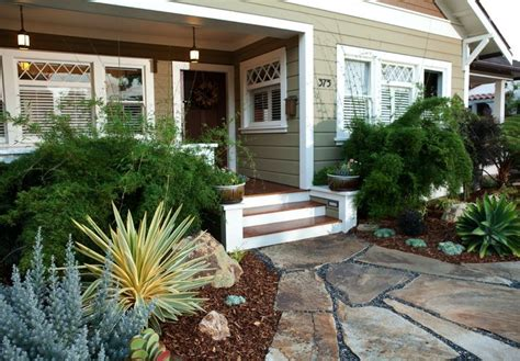 like these steps up to front porch landscape ideas