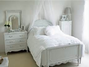 Small bedroom decorating ideas bedroom decorating ideas small bedroom
