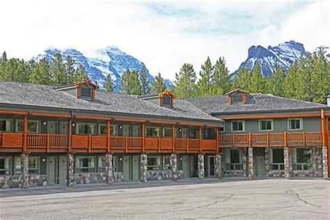 hotel lake louise inn lake louise lake in banff national park thousand wonders