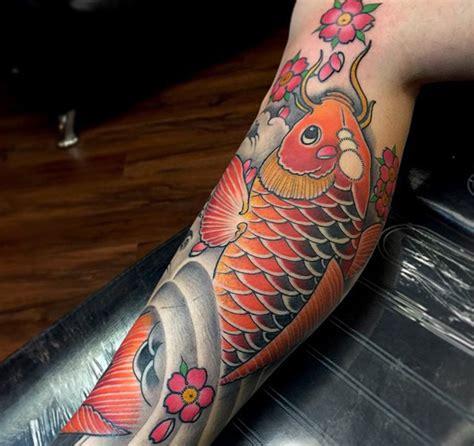 tattoo pez koi en la pierna pez koi un tatuaje con significado
