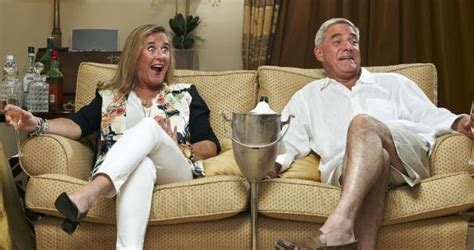 gogglebox posh couple fell off sofa posh couple reveal marathon drinking session while filming