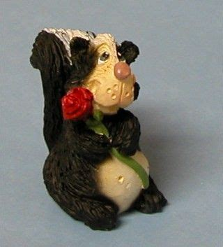 Skun Mini skunk mini figurine