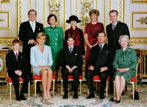 members of the british royal family who is in the royal family queen elizabeth s family