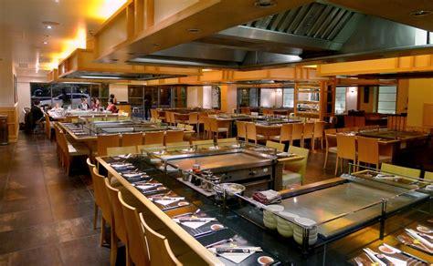 japanese restaurant cook at table teppanyaki experience japanese cuisine sarqasim
