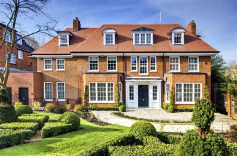 10 bedroom detached house for sale in bracknell gardens